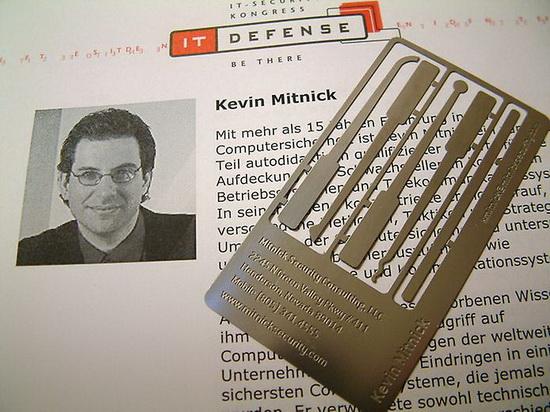 kevin_mitnick_card