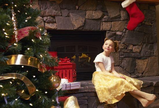 девочка ждёт рождества