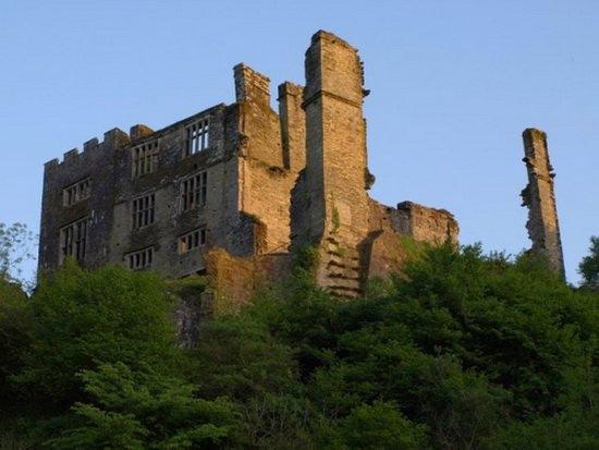 Замок Берри Поумрой в Девоне (Англия)