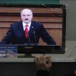 Лукашенко в телевизоре хочет выглядеть хозяином, а не кандидатом