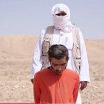 В Сети опубликовали жуткие кадры казни сирийского солдата