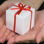 Опрос: россияне на Новый год сэкономят на подарках и деликатесах