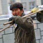 Легально работающих мигрантов в России стало на 40% меньше