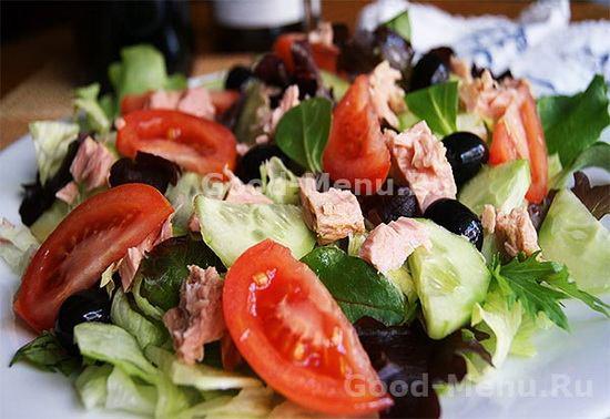 salat-s-tuncom-i-pomidorami