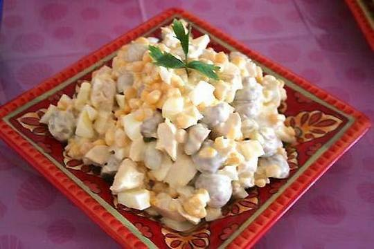 Вкусный салат с маринованными грибами с