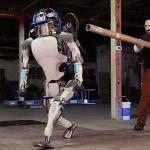Робот Atlas может сам вставать после падений