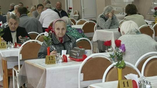 На уход за престарелыми членами семьи граждане готовы выделять из семейного бюджета около 250 тыс. рублей в год