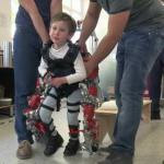 Первый в мире детский экзоскелет поможет маленьким пациентам встать на ноги