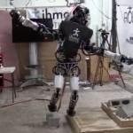 Робот Atlas учится балансировать, стоя на одной ноге
