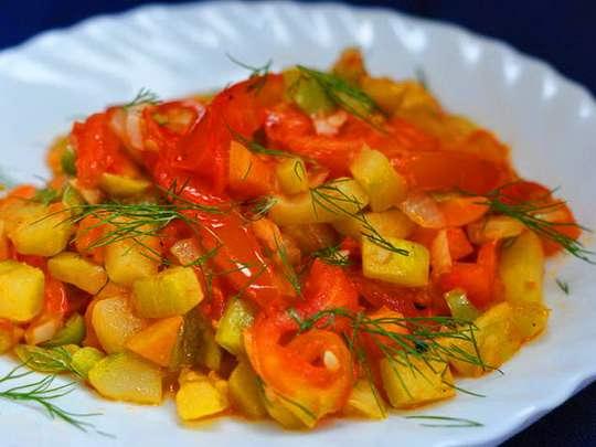 Рецепт овощного рагу с кабачками имеет достаточно широкий диапазон продуктов