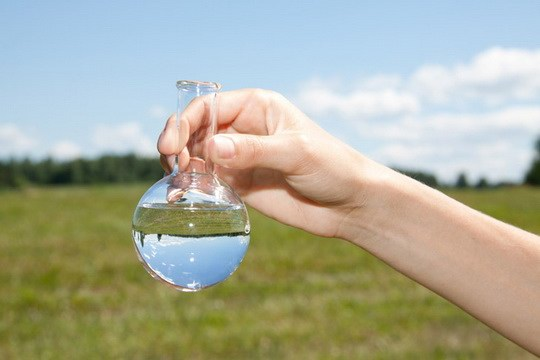 Хлор и гипохлориты используются для обеззараживания воды именно потому, что они ядовиты.