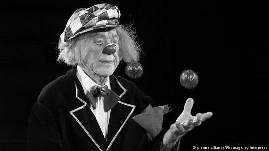 Известный клоун, народный артист СССР Олег Попов скончался во время гастролей в Ростове-на-Дону в возрасте 86 лет.