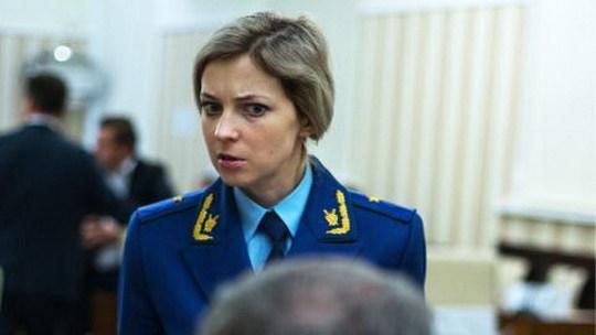 """Бывший """"прокурор Крыма"""", Поклонская, хотела ответить на слова ведущей цитатой героя Грибоедова, но не смогла передать ее дословно, а авторство присвоила полководцу Суворову."""