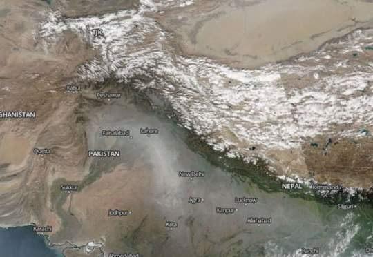 Смог в Индии достиг космических масштабов