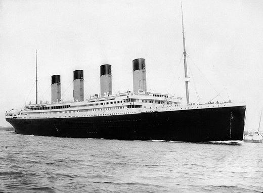 Трагическая история «Титаника», затонувшего после столкновения с айсбергом, стала сюжетом бесчисленного количества книг и фильмов