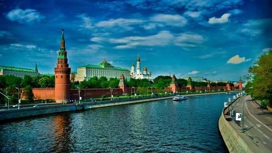 точки зрения западной элиты, Россия – просто страна, оказавшаяся в неподходящем месте и в неподходящее время