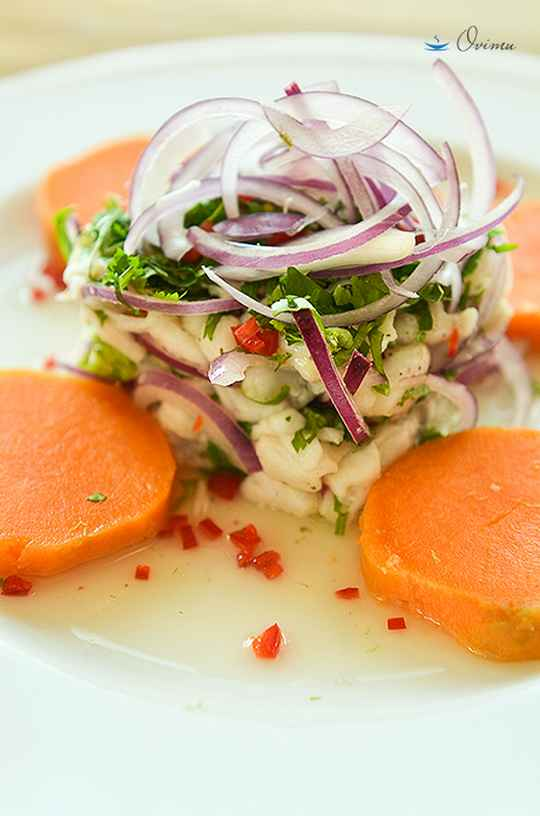 Это блюдо пришло из Перу. Его ещё называют латиноамериканское сашими.
