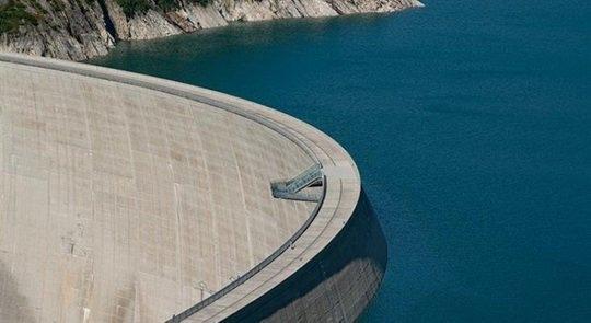 Для понимания, скажем, что плотина Kolnbreinsperre расположена на 1900 метров выше уровня моря и возвышается на 200 метров над местностью вокруг.