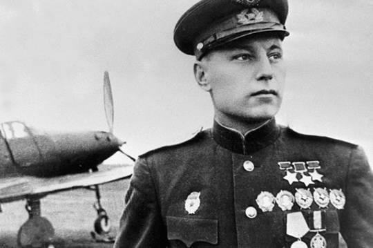 С весны 1943 года слова «Внимание, внимание, в небе Покрышкин!», звучавшие с немецких постов оповещения, означали...