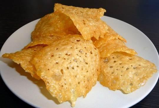 Рецепт чипсов из сыра очень прост, приготовить их в домашних условиях не составит труда