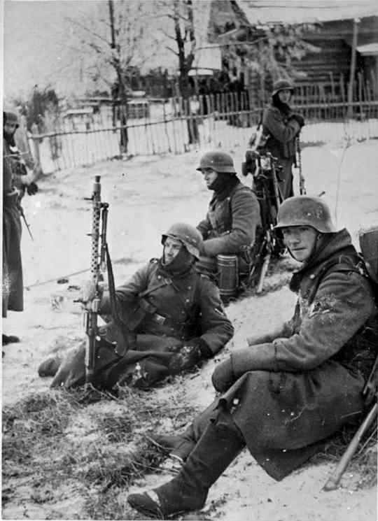 Каждую весну, когда приближается День Победы, телевидение начинает показывать художественные фильмы, посвященные Великой Отечественной войне.