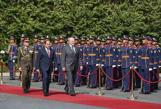 Во время переговоров главы государств договорились о дальнейшем наращивании торгово-экономических связей, увеличении белорусского экспорта с учетом потребностей египетской стороны и налаживании двусторонней производственной кооперации