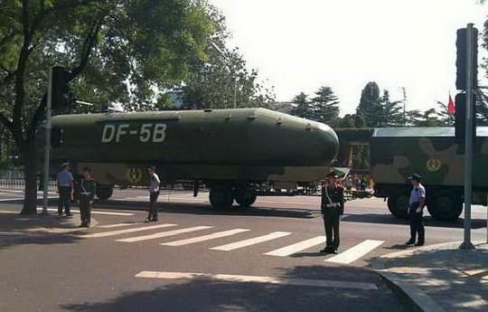 Китай испытал новую версию ракеты дальнего радиуса действия DF-5C, которая может нести 10 ядерных боеголовок