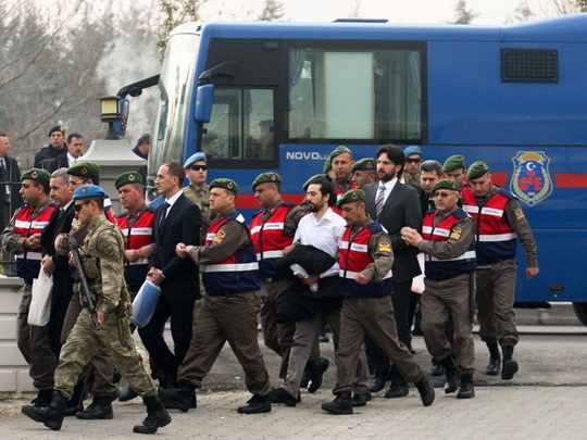Полиция Турции за минувшую неделю задержала более 1,5 тысячи человек по подозрению в причастности к деятельности террористических организаций.