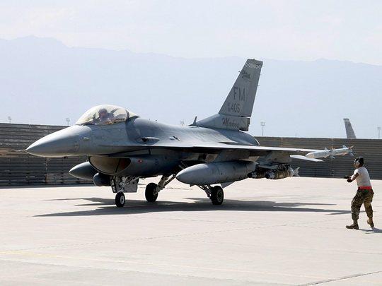 """На американской авиабазе ВВС США Холломан в штате Нью-Мексико истребитель F-16 по ошибке выпустил ракету класса """"воздух-земля""""."""