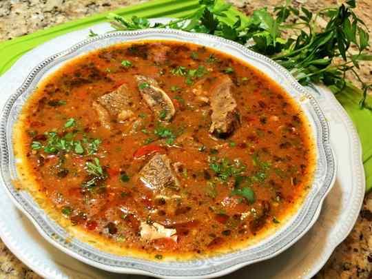 Грузинская кухня славится пряными блюдами. Суп харчо – без преувеличения, шедевр кулинарного искусства этой страны.
