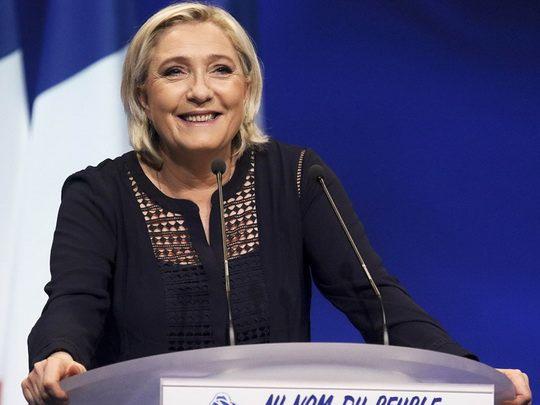 Ле Пен пообещала в случае победы на выборах провести во Франции референдум о выходе из еврозоны