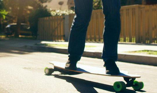 На платформе Kickstarter началась кампания по сбору средств на выпуск демократичного электроскейта NUFF