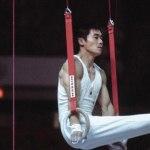 Какой гимнаст принёс своей команде золото Олимпиады со сломанным коленом?