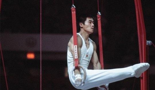 На Олимпиаде 1976 года в Монреале во время командных соревнований по гимнастике японец Сун Фудзимото сломал колено.