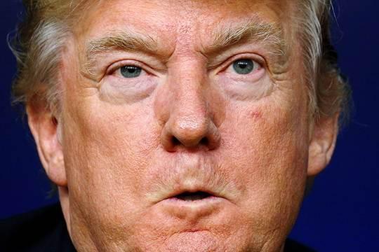Еще недавно россияне любили нового президента США Дональда Трампа и связывали с ним свои надежды