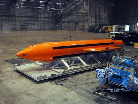 Пентагон впервые в истории США применил свое самое совершенное неядерное оружие, сверхмощную фугасную авиационную бомбу GBU-43