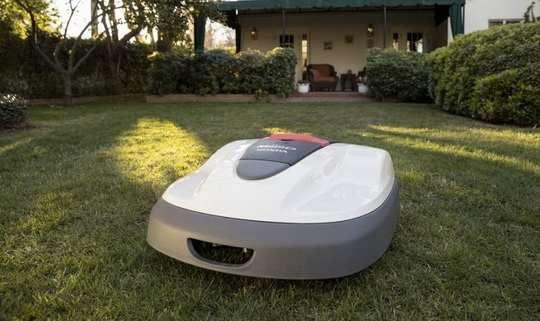 Роботизированная газонокосилка Miimo компании Honda в течение нескольких лет хорошо зарекомендовала себя на европейских газонах