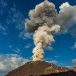 Как выглядит извержение вулкана с дрона (видео)