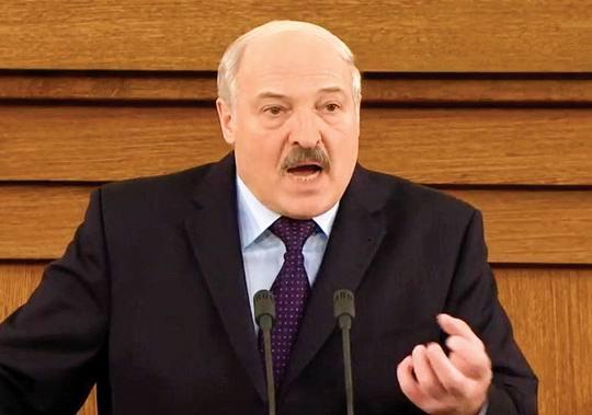 Как мы помним, Беларусь - это «слабенький хрустальный сосуд», который глава государства «несет в своих руках уже два десятилетия и боится уронить».
