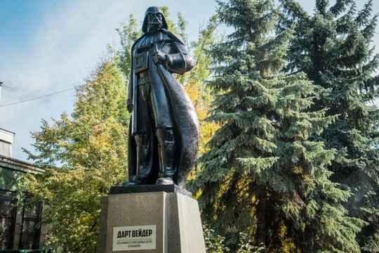 Согласно принятому закону о декоммунизации, все памятники Ленину на территории Украины должны быть снесены.