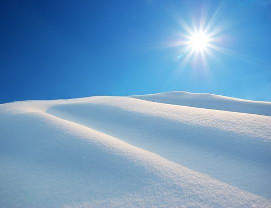 Одна снежинка весит всего около миллиграмма.