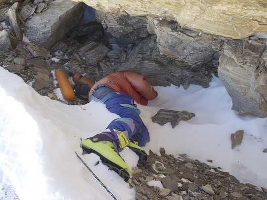 На подступах к вершине Эвереста находится примерно 200 мёртвых альпинистов