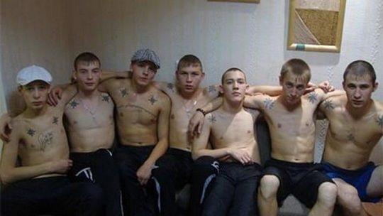 В России сформировалась новая опасная молодёжная субкультура, известная в стране под аббревиатурой АУЕ