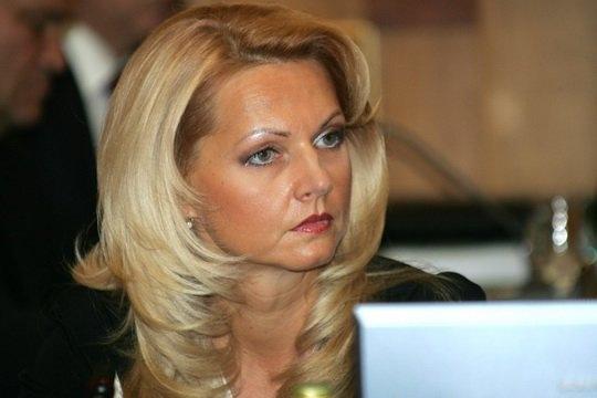 """По мере того, как экономика России выходит из пике, залечивая травмы от нефтяного обвала и западных санкций, из бюджетов всех уровней усиливается """"утечка"""" госсредств."""