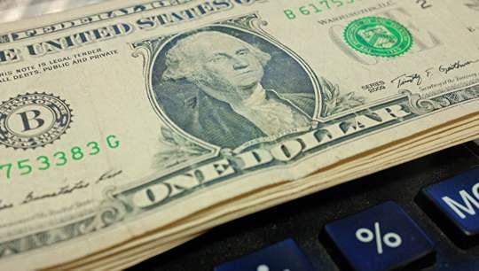 Россия намерена сократить зависимость от американских платежных систем и доллара в ответ на новые санкции США, заявил замминистра иностранных дел Сергей Рябков.