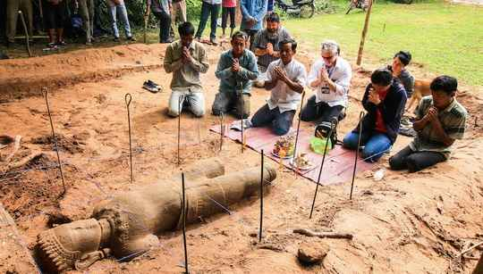 Статуя, по предварительным оценкам относящаяся к XII веку, стала первым крупным предметом, найденным в Ангкоре за 6 лет.