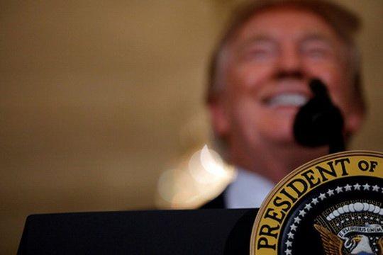 Президент США Дональд Трамп впервые прокомментировал решение Москвы сократить число сотрудников американских дипмиссий в России.