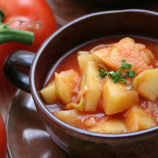 Миф: картофель может спасти пересоленный суп или тушеное мясо