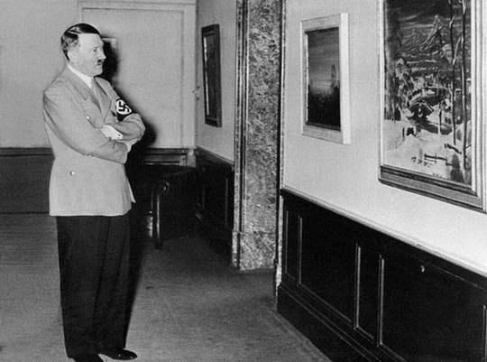 Как известно, у Адольфа Гитлера было вполне мирное хобби.