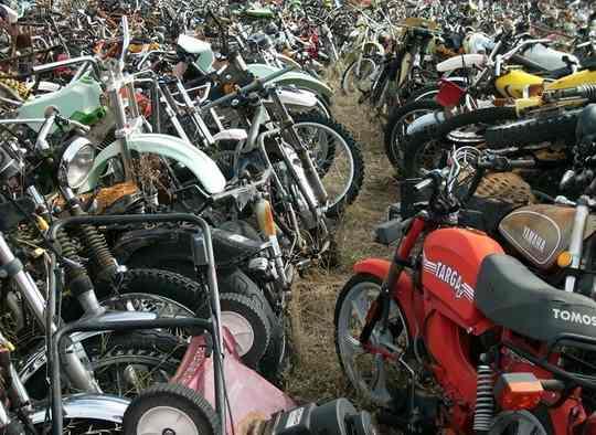 В городе Темпа, штат Аризона, находится огромная свалка, на которой годами ржавеют тысячи мотоциклов.